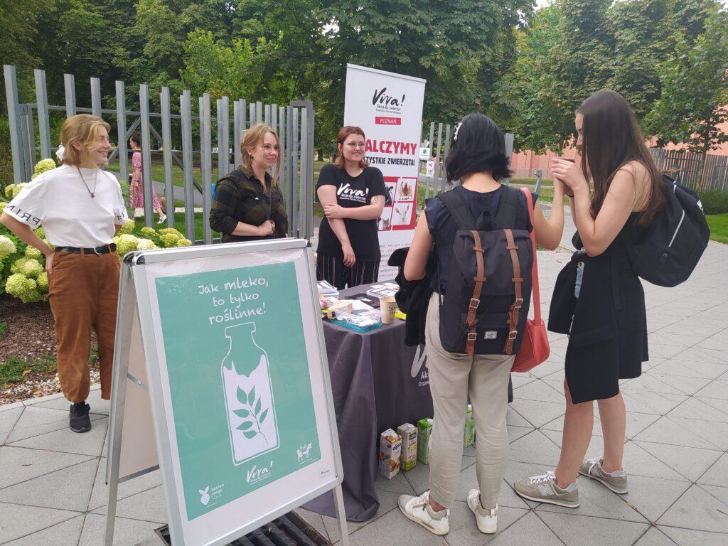 Viva! Poznań akcja na dzień mleka roślinnego